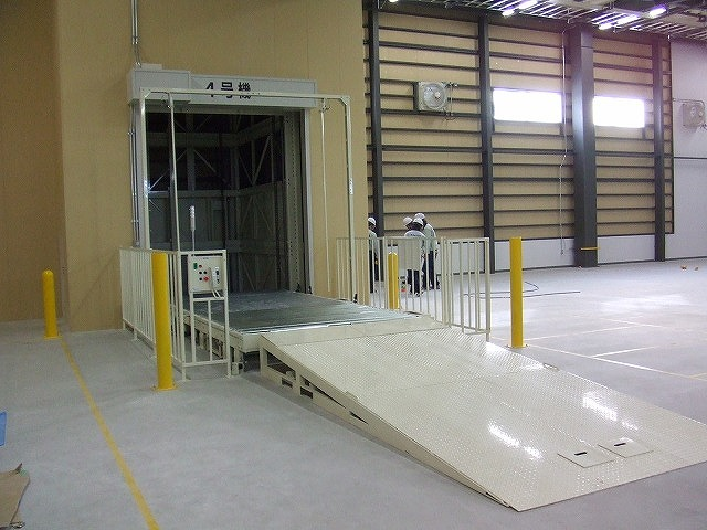 垂直搬送機-1